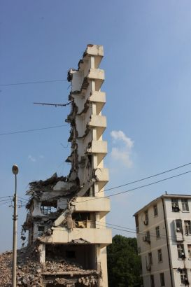 Residents in Wuhan, Hubei Province are in fear Sunday after a neighboring block was half-demolished on Saturday.