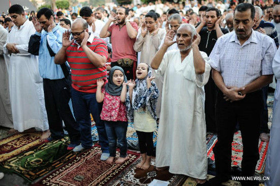 Muslims pray in celebration of Eid al-Fitr at Mostafa Mahmoud Mosque in Cairo, capital of Egypt, on Aug. 8, 2013. Egyptian Muslims on Thursday celebrated the Eid al-Fitr, which marks the end of the Muslim holy fasting month of Ramadan. (Xinhua/Qin Haishi)