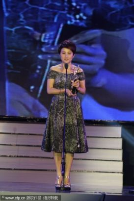 Chinese actress Yan Bingyan receives Best Actress Award at the 13th Chinese Film Media Awards in Quanzhou, Fujian province on August 18, 2013.