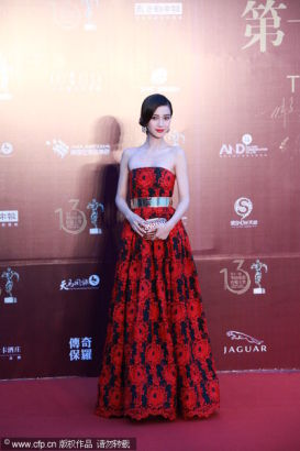 Chinese actress Angelababy receives Outstanding Actress Award at the 13th Chinese Film Media Awards in Quanzhou, Fujian province on August 18, 2013.