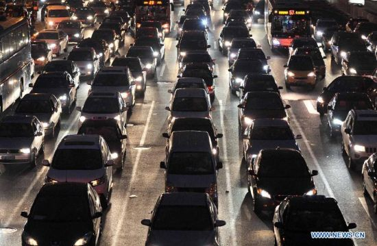 Cars are stranded near the Shuangjing area during the evening rush hour in Beijing, capital of China, Sept. 22, 2013. More than 150 Chinese cities including Beijing observed World Car Free Day on Sunday to fight air pollution, but the capital remained clogged with traffic jams.