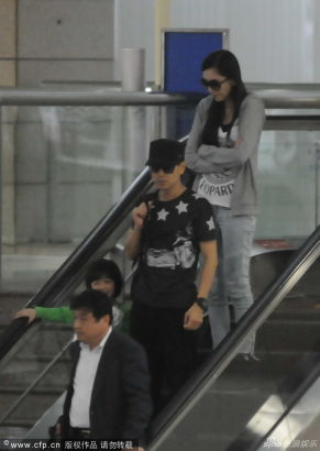 Jimmy Lin at airport with wife and son - Entertainment ...