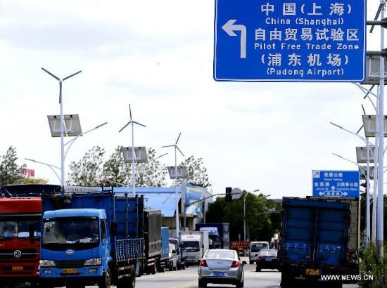 Vehicles are seen near the Pudong Airport Comprehensive Free Trade Zone, part of the free trade zone (FTZ) in Shanghai, east China, Sept. 25, 2013. China will officially launch the pilot FTZ in Shanghai on Sept. 29, taking a solid step forward to boost reforms in the world's second-largest economy. Covering almost 29 square kilometers, the zone will be created modeled on existing free trade businesses in the country's economic hub. (Xinhua/Chen Fei)
