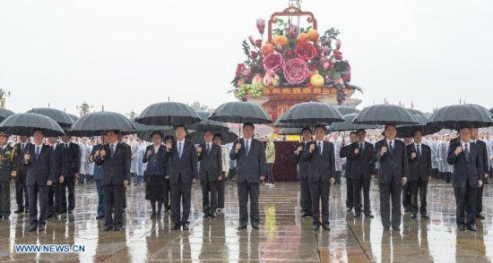 China's top leaders Xi Jinping, Li Keqiang, Zhang Dejiang, Yu Zhengsheng, Liu Yunshan, Wang Qishan, Zhang Gaoli attend a ceremony marking the 64th anniversary of the founding of the People's Republic of China at Tiananmen Square in Beijing, capital of China, Oct. 1, 2013.
