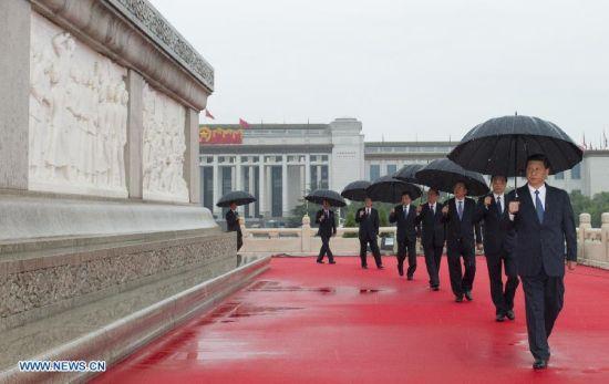 China's top leaders Xi Jinping, Li Keqiang, Zhang Dejiang, Yu Zhengsheng, Liu Yunshan, Wang Qishan, Zhang Gaoli attend a ceremony marking the 64th anniversary of the founding of the People's Republic of China at Tiananmen Square in Beijing, capital of China, Oct. 1, 2013. (Xinhua/Huang Jingwen)