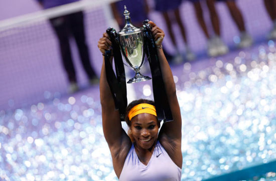 Serena Williams of the US celebrates her victory against Li Na of China after their WTA tennis championships final match in Istanbul, October 27, 2013. [Photo/Agencies]