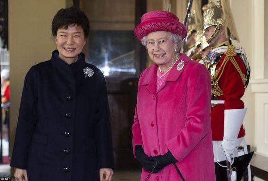 Park Geun-hye visits UK