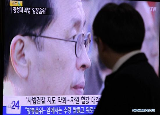 A man watches a TV news program showing Jang Song-thaek, uncle-in-law of DPRK leader Kim Jong Un, at the Seoul Railway Station in Seoul, South Korea, Dec. 9, 2013. The Democratic People's Republic of Korea (DPRK) announced Monday Jang Song-thaek, uncle-in-law of DPRK leader Kim Jong Un, was removed from all posts and expelled from the Workers' Party of Korea (WPK) for his