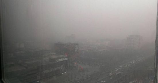 Beijing saw the season's first wave of extremely dangerous pollution today