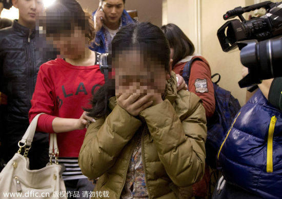 A relative of a passenger onboard missing Malaysia Airlines flight MH370 cries at Lido Hotel in Beijing, March 9, 2014.[Photo/icpress.cn]