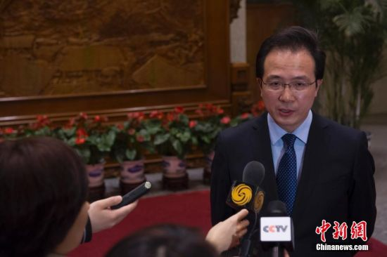 Chinese foreign ministry spokesman Hong Lei talks to reporters