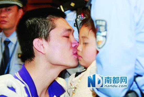 Hu kisses daughter good-bye