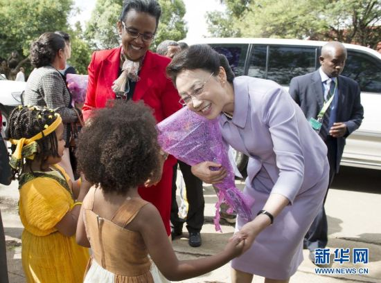 Premier Li's wife Cheng Hong visits Addis Ababa University