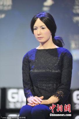 Female robot from Japan debuts in Beijing
