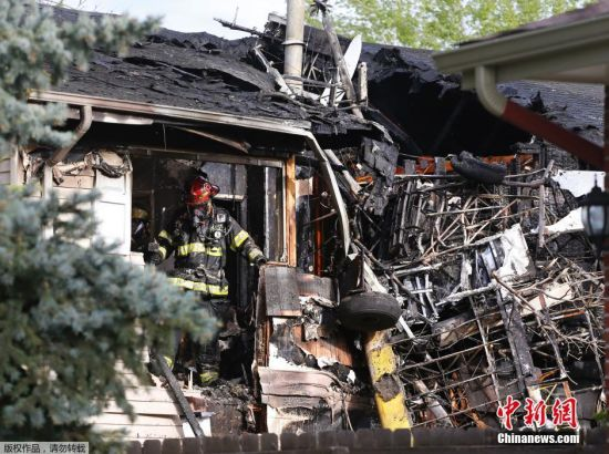 Small plane crashes into house north of Denver