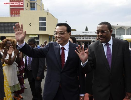 Chinese Premier Li Keqiang (L front) attends a farewell ceremony held by his Ethiopian counterpart Hailemariam Desalegn (R front) in Addis Ababa, Ethiopia, May 6, 2014. Premier Li Keqiang concluded his visit to Ethiopia and the headquarters of the African Union on Tuesday.