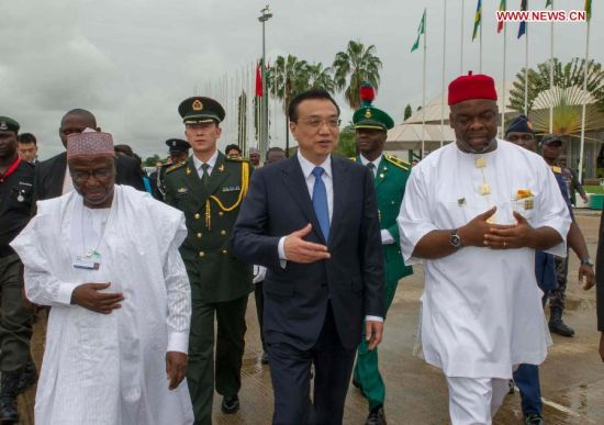 Chinese Premier Li Keqiang (C) is accompanied by Nigerian Foreign Minister Aminu Bashir Wali (front L) and Minister of Labour and Productivity Chief Emeka Wogu (front R) at the airport in Abuja, Nigeria, May 8, 2014. Li concluded his visit to Nigeria on Thursday. (Xinhua/Xie Huanchi)