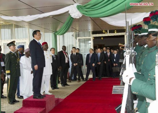 Chinese Premier Li Keqiang attends a farewell ceremony held by Nigerian Foreign Minister Aminu Bashir Wali and Minister of Labour and Productivity Chief Emeka Wogu at the airport in Abuja, Nigeria May 8, 2014. Li concluded his visit to Nigeria on Thursday. (Xinhua/Xie Huanchi)
