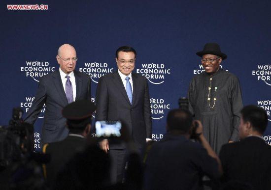 Chinese Premier Li Keqiang (C) attends the World Economic Forum on Africa in Abuja, Nigeria, May 8, 2014. (Xinhua/Li Xueren)
