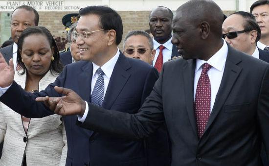 Chinese Premier Li Keqiang visits Kenya's National Youth Service (NYS) in Nairobi, Kenya, May 11, 2014. (Photo source: gov.cn)