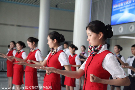 Stewardesses-to-be practice the basics of the Ving Tsun, a form of self-defense, in Chengdu city, Southwest Sichuan province on Monday. Ving Tsun, or Wing Chun, a concept-based Chinese martial art, has been set as a compulsory course in Sichuan Southwest Vocational College of Civil Aviation. The college has signed a contract with the Tu Tengyao Martial Art Association to develop the course called