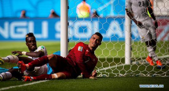 Portugal's Cristiano Ronaldo (R) falls down during a Group G match between Portugal and Ghana of 2014 FIFA World Cup at the Estadio Nacional Stadium in Brasilia, Brazil, June 26, 2014.Portugal won 2-1 over Ghana on Thursday. (Xinhua/Liu Bin)