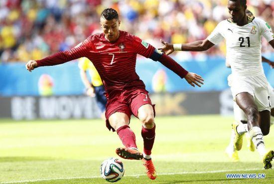Portugal's Cristiano Ronaldo controls the ball during a Group G match between Portugal and Ghana of 2014 FIFA World Cup at the Estadio Nacional Stadium in Brasilia, Brazil, June 26, 2014. (Xinhua/Liu Bin)