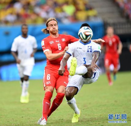 """World Cup is an album filled with exciting shots. Besides the breathtaking scoring moments, there are also many funny things which will surely impress you. Here comes the """"Hilarious moments of World Cup"""". (Xinhua photo)"""