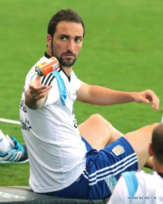 Argentina's Gonzalo Higuain is seen during a training session in Belo Horizonte, Brazil, July 6, 2014. Argentina will competes with Netherlands in a semi-finals match of the 2014 FIFA World Cup on July 9. (Xinhua/Telam)