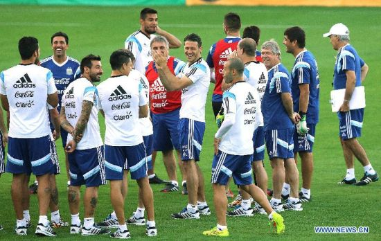 Argentina's players take part in a training session in Belo Horizonte, Brazil, July 6, 2014. Argentina will competes with Netherlands in a semi-finals match of the 2014 FIFA World Cup on July 9. (Xinhua/Telam)