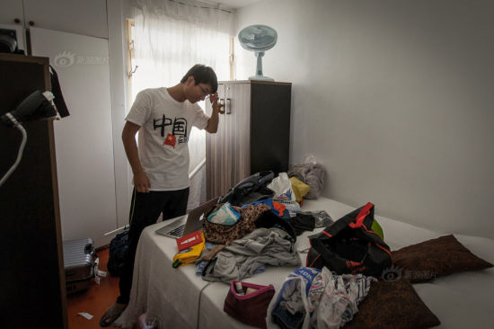 Xiang Chen scratched his head looking at their belongings spreading all over the bed. They've shopped a lot in Brazil, for themselves and also for presents they intended to send to family and friends. They had to buy another large suitcase to bring what they bought back to China.