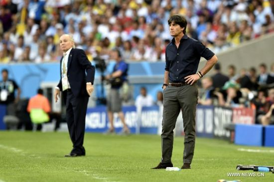 Germany's coach Joachim Loew (R) looks on during the final match between Germany and Argentina of 2014 FIFA World Cup at the Estadio do Maracana Stadium in Rio de Janeiro, Brazil, on July 13, 2014. (Xinhua/Qi Heng)