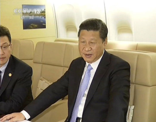 Chinese president Xi Jinping talking with Kazakhstan president Nazarbayev Photo source: Sina.com