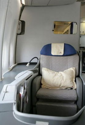 Seats of the fore cabin. Photo source: Sina.com