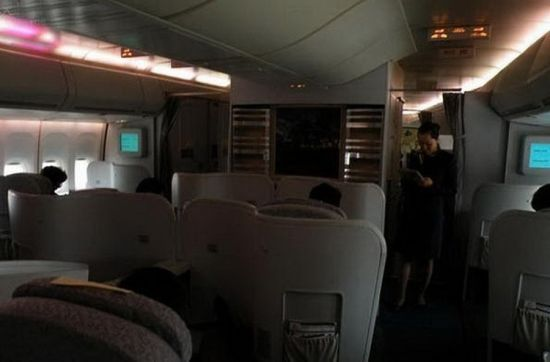 On the lower level of the plane, there are two cabins for the first class and economy class respectively. Accompanying ministers often sit in the first class cabin. Air stewardesses are not allowed in to the fore cabin. Photo source: Sina.com
