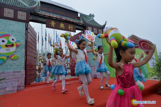 Children perfom during the opening ceremony of the Youth Olympic village ahead of the Youth Olympic Games in Nanjing, capital of east China's Jiangsu Province, Aug, 12, 2014. The Nanjing 2014 Youth Olympic games will be held from August 16 to 28. (Xinhua/Shen Peng)