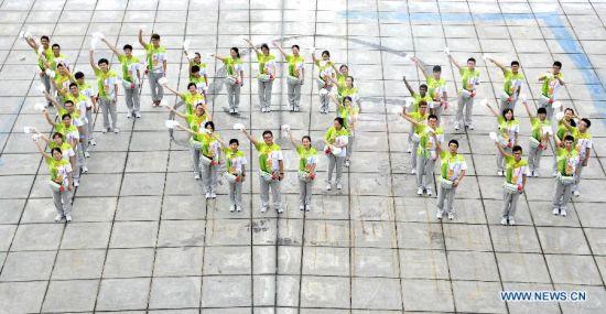 """Volunteers of Nanjing 2014 Youth Olympic Games line in the shape of """"YOG""""(Youth Olympic Games) in Nanjing, east China's Jiangsu Province, August 14, 2014. Nanjing 2014 Youth Olympic Games will be held from August 16 to 28. (Xinhua/Yue Yueweu)"""