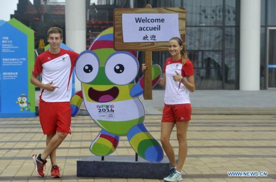 Netherlands' swimming athlete Kim Busch (L) poses for photo with teammate at the Youth Olympic Village in Nanjing, east China's Jiangsu Province, August 14, 2014. Nanjing 2014 Youth Olympic Games will be held from August 16 to 28. (Xinhua/Zhao Ge)