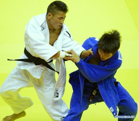 Wu Zhiqiang of China(L) competes with Ryu Seunghwan of Republic of Korea during Men -66 kg of Judo event of Nanjing 2014 Youth Olympic Games in Nanjing, capital of east China's Jiangsu Province, August 17, 2014. Wu Zhiqiang won the bronze medal. (Xinhua/Yang Shiyao)