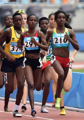 Gold Medalist Kokeb Tesfaye Alemu (1st R) of Ethiopia competes in the Women's 1500m Final of athletics event at the Nanjing 2014 Youth Olympic Games in Nanjing, capital of east China's Jiangsu Province, Aug. 25, 2014. (Xinhua/Guo Cheng)