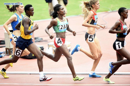 Gold Medalist Kokeb Tesfaye Alemu (C) of Ethiopia competes in the Women's 1500m Final of athletics event at the Nanjing 2014 Youth Olympic Games in Nanjing, capital of east China's Jiangsu Province, Aug. 25, 2014. (Xinhua/Yue Yuewei)