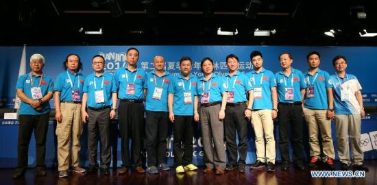 The staff of the closing ceremony pose for group photos after the press conference at the Main Media Center during the 2014 Nanjing Youth Olympic Games in Nanjing, capital of east China's Jiangsu Province, on Aug. 26, 2014. The Press Conference introduces the preparation work of the closing ceremony. (Xinhua/Cao Can)