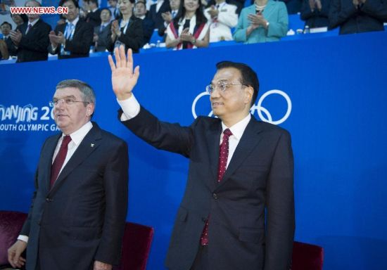 Chinese Premier Li Keqiang (R) attends the closing ceremony of the second Summer Youth Olympic Games, in Nanjing, capital of east China's Jiangsu Province, Aug. 28, 2014. (Xinhua/Xie Huanchi)