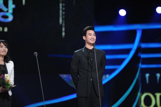 Hu Ge and Joseph Cheng win People's Choice award at SDA