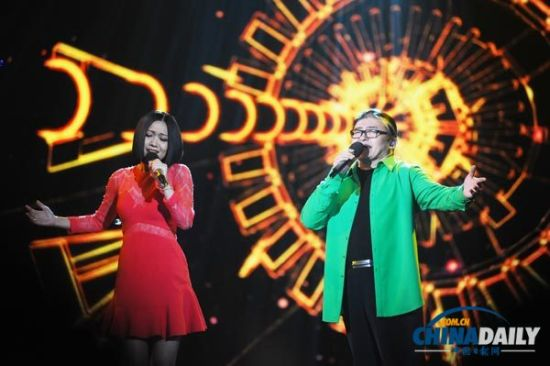 Chinese singer Liu Huan (R) and Yao Beina (L) perform at the opening ceremony of the 10th China Golden Eagle TV Art Festival in Changsha, Hunan province on Oct 10, 2014.