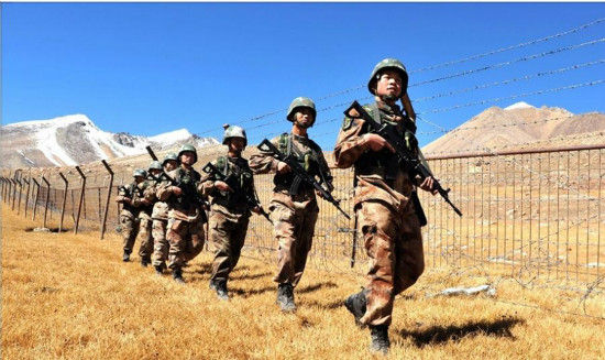 Chinese soldiers patrol the border between China and Pakistan. [Photo/ Weibo account of PLA Daily]