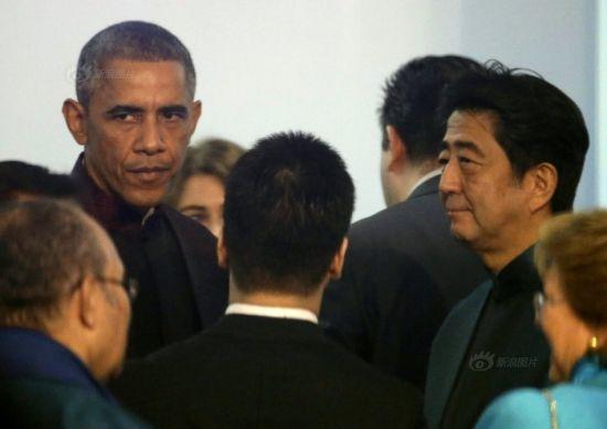 US president Barack Obama (L) and Japanese president Shinzo Abe (R)