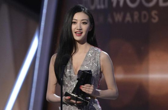 Jing Tian accepts The Hollywood International Award during the Hollywood Film Awards in Hollywood, California November 14, 2014.