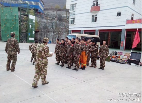The rescue team get prepared after an earthquake in Kangding.[Photo provided from Sina Weibo]