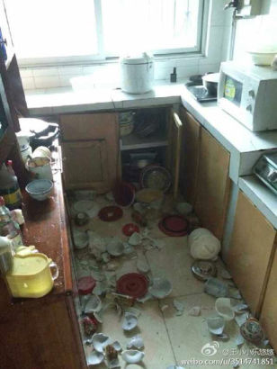 The mess in a home kitchen.[Photo provided from Sina Weibo]